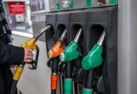 سعر برميل النفط يواصل التراجع الى ما دون الخمسين دولارا في اسيا