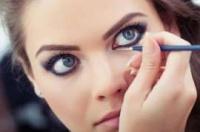 6 حيل ذكية للحفاظ على ثبات كحل عينيكِ