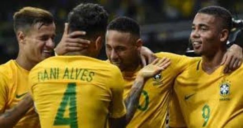 أسطورة برازيلية تقترب من العودة للملاعب
