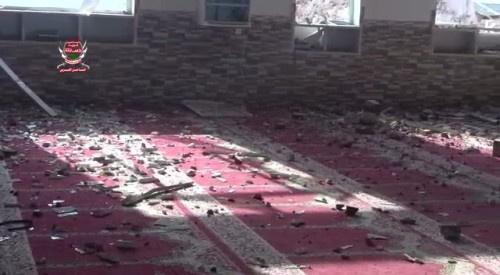 شاهد بالصور..مليشيات الحوثي تفجر مسجد مجمع أخوان ثابت بالألغام والعبوات الناسفة