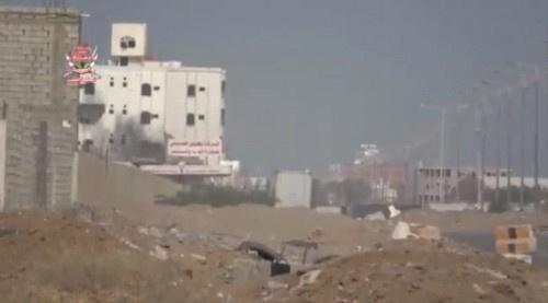 شاهد بـ(الفيديو)..ألوية العمالقة تتقدم نحو مدينة الصالح بالحديدة لتحريرها بعد محاصرة مسلحي مليشيات الحوثي فيها