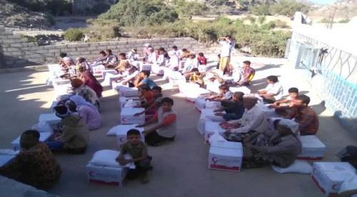 مقدمة من الهلال الأحمر الإماراتي.. قائد اللواء الثالث حزم يوزع 1000 سلة غذائية بكرش