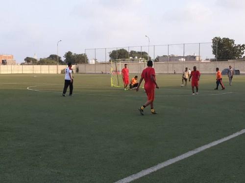 النفط وتموين البواخر يتأهلان لنهائي كأس الاستقلال الوطني لكرة القدم الخماسية
