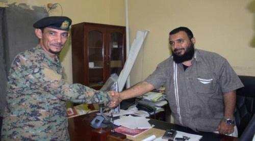 تكريم قيادة وجنود نقطة مثلث رأس عمران لإحباطهم عمليتي تهريب أسلحة نحو عدن