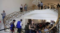 شاهد بالـ(الصور).. قصر الرئيس صار للشعب