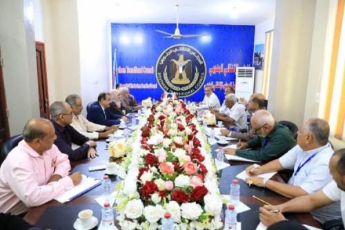 رئيس الجمعية الوطنية يلتقي بنخبة من أعضاء المبادرة المجتمعية الجنوبية المختصة بالاقتصاد