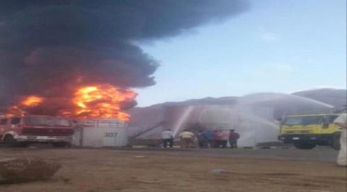 فرق الإطفاء تنجح في إخماد حريق مصافي عدن بشكل كامل