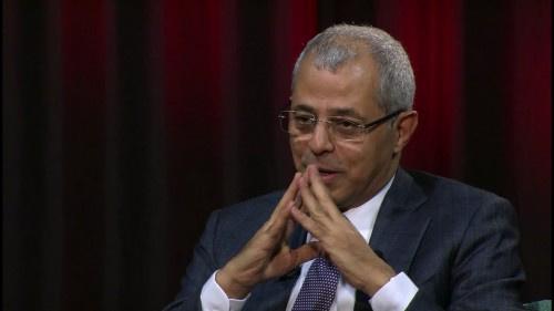 سفير سابق يدعو الحكومة إلى محاربة فساد منسوبيها بدلاً من نقل فشلها إلى الآخرين