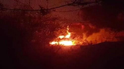وسط صمت السلطات المحلية والجهات النفطية.. تسرب نفطي في #شبـوة ينذر بكارثة بيئية