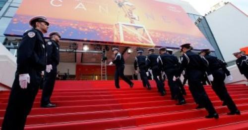 """عرض للشرطة الفرنسية على السجادة الحمراء لمهرجان """"كان"""""""