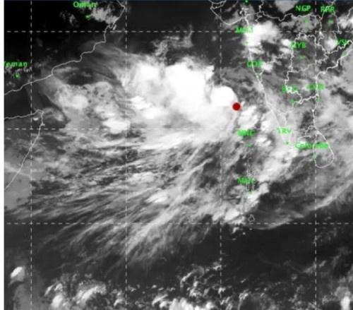 عاصفة مدارية تسير بمحاذاة السواحل الغربية الهندية وباكستان وسواحل عمان خلال الساعات القادمة