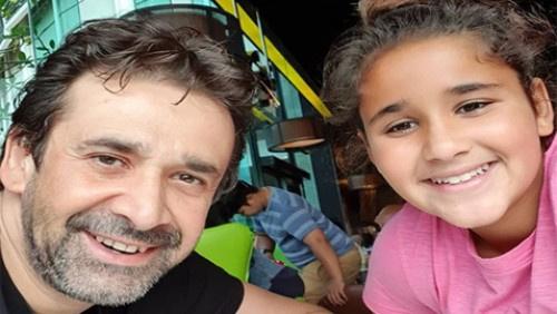 """كريم عبد العزيز ينشر صورة ابنته """"ملك"""".. شاهدوا كيف أصبحت"""