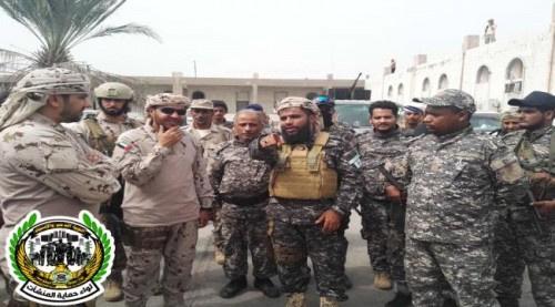 قائد قوات #التحـالف_العربي بعدن يزور معسكر لواء حماية المنشآت