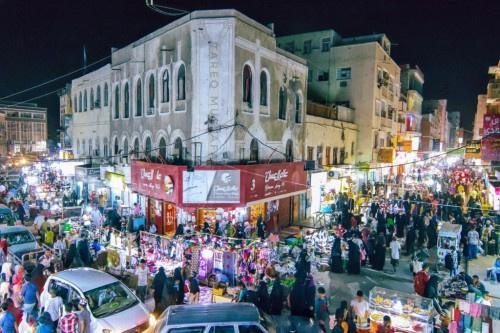مصدر محلي يطمئن المواطنين بعودة الحركة الى شوارع عدن وانتهاء المظاهر المسلحة