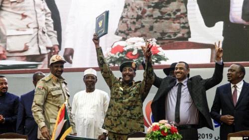 بتوقيع وثائق الفترة الانتقالية.. السودان على طريق الديمقراطية