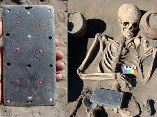 """""""آيفون"""" عمره 2000 عام في مقبره روسية"""