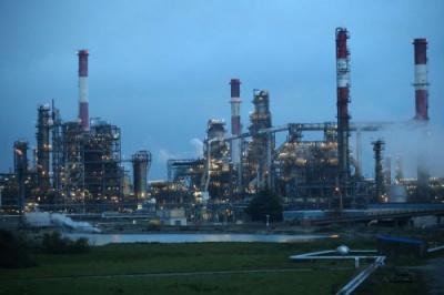 أسعار النفط تقفز نحو 15 في المئة