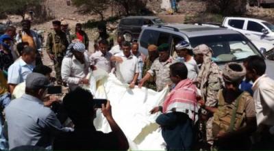 محافظ #الضـالع يدشن توزيع المساعدات الإيوائية المقدمة من الهلال الإماراتي لنازحي حجر