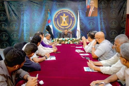 لملس يبحث سبل تحديث أساليب العمل الإعلامي في الأمانة العامة مع رئيس وكوادر الدائرة الإعلامية
