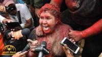 عقاب مهين لعمدة مدينة بوليفية من قبل متظاهرين