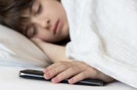هاتف ذكي يقتل صاحبه وهو نائم