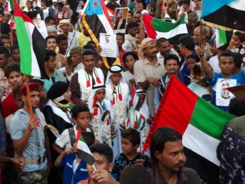 شاهد بـ(الصور).. ابناء عدن يشاركون الامارات عيدها الوطني بمهرجان حاشد في المعلا