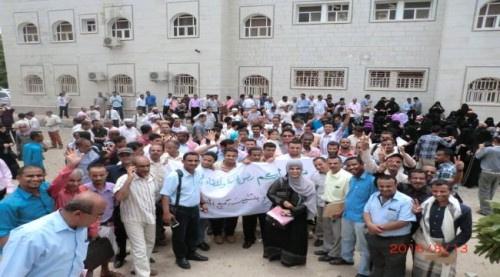 الأكاديميون المعينون بجامعة عدن يلوحون بالتصعيد