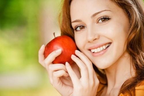 دراسة تكشف.. ما أهمية تناول تفاحتين يوميا لصحتك؟
