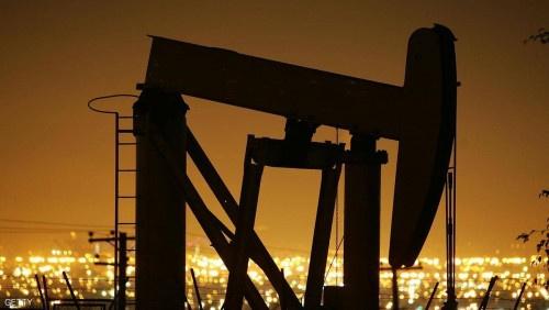 النفط يتراجع متكبدا أول خسارة أسبوعية منذ أواخر نوفمبر