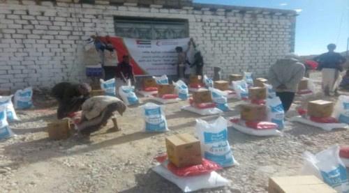 هلال الإمارات يقدم قافله مساعدات غذائية الى أهالي منطقة رأس حويرة في حضرموت