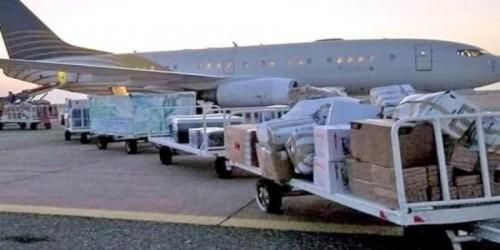 سقطرى.. وصول طائرة إماراتية مُحملة بثلاثة أطنان من المواد الطبية والوقائية لمجابهة كورونا