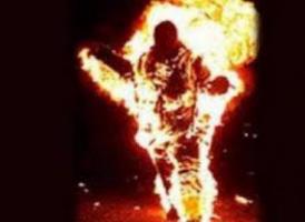 """قيادي حوثي يحرق شاب """"عشريني"""".. لهذا السبب!"""