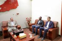 اللواء بن بريك يستقبل رئيس بعثة اللجنة الدولية للصليب الأحمر الجديد ويودع نائب رئيس البعثة السابق