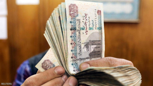 لماذا تراجع الجنيه المصري أمام الدولار؟