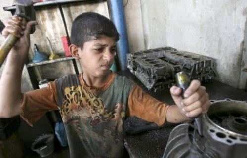 اليوم العالمي لمكافحة عمالة الاطفال.. زائر صامت مر باستحياء!