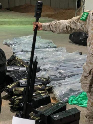 شاهد بـ(الصور).. الأسلحة الحديثة التي تم ضبطها من قبل قوات التحالف قبالة سواحل المكلا