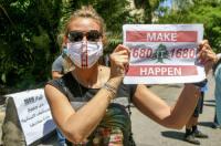لبنان.. وقفة احتجاجية أمام السفارة الأميركية تطالب بنزع سلاح ميليشيا حزب الله الموالية لطهران.