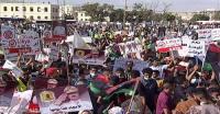 """""""جيشنا كرامتنا"""".. احتجاجات عارمة ببنغازي لإدانة الغزو التركي"""