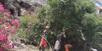 حملة نظافة واسعة لحدائق ومتنفسات مديرية التواهي بالعاصمة عدن