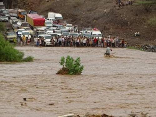 أمطار غزيرة وفيضانات تجتاح بعض المحافظات.. والإرصاد يُحذر