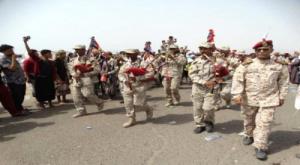 مسيرة راجلة للعسكريين الجنوبيين إلى مقر التحالف وتلويح بتصعيد ينهي المماطلة