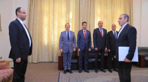 """اجتماعات متواصلة لقيادات حوثية وإيرانية لمواجهة تداعيات """"توصيف الإرهاب"""""""