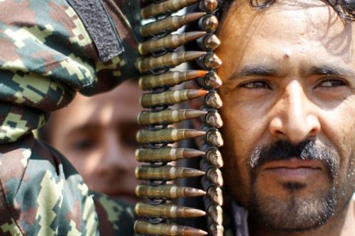 صحيفة بريطانية: القرار الأميركي يفرض سياسة الأمر الواقع ويدفع حلفاء الحوثيين للمضي في مسار التسوية