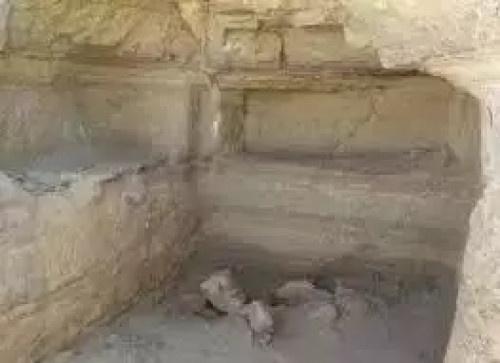 العثور على مقبرة أثرية بدوعن تعود لمملكة حضرموت القديمة