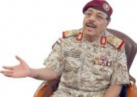 الأحمر يهاجم السعودية والحكومة ويهدد بإشعال الحرب مع المجلس الانتقالي