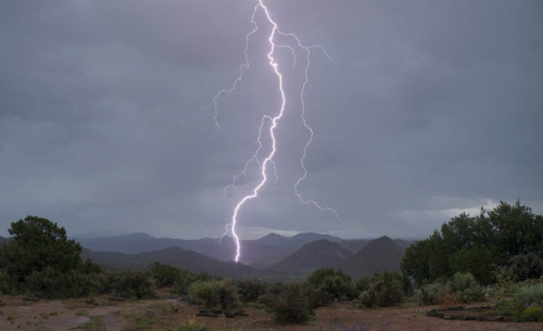 توقعات بهطول أمطار خفيفة على السواحل الجنوبية وسقطرى خلال الساعات القادمة