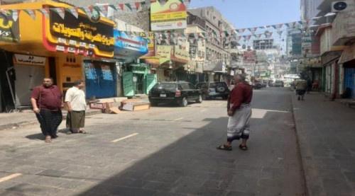 عدن.. تواصل حملات النظافة وإزالة البسطات في اسواق مديرية صيرة