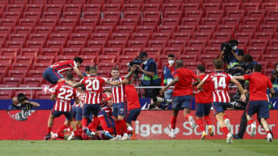 أتلتيكو يواصل صدارته وريال مدريد يطارده وبرشلونة يودع المنافسة