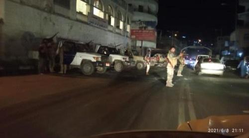 قوات العاصفة تعيد فتح الطرقات في مديرية التواهي
