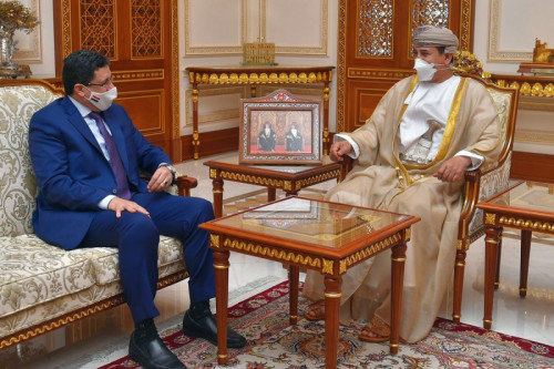 الوفد الأمني العماني ينقل إلى الحوثيين رسائل أميركية تُحذّر من رفض وقف إطلاق النار